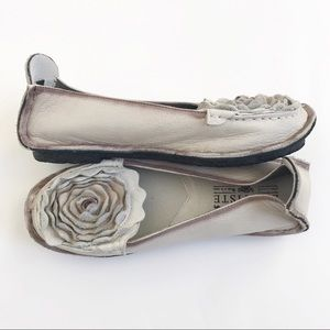 Spring Step L'Artiste Dezi Leather Flower Shoe 37